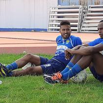 Dua pemain asal Brasil, Wander Luiz dan Joel Vinicius sudah terlihat dalam sesi latihan sore bersama Persib di lapangan SPOrT Jabar, Arcamanik, Bandung, Minggu (12/1/2020). (Bola.com/Erwin Snaz)