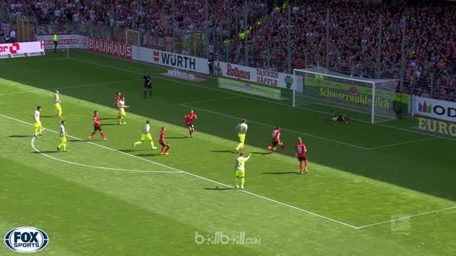 FC Koln dipastikan terdegradasi dari Bundesliga usai meraih kekalahan 2-3 dari Freiburg yang membuat mereka kini berjarak delapan ...