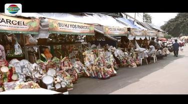 Jelang Hari Raya Lebaran, ramai pedagang parsel di kawasan Cikini, Jakarta Pusat. Di sana kita pesan parsel sesuai keinginan