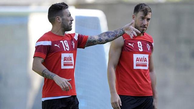 Dua pemain Eibar, Sergi Enrich dan Antonio Luna