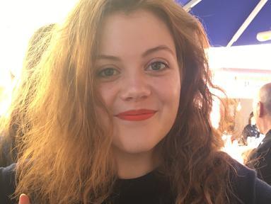 Georgie Henley lahir pada 9 Juli 1995. Hari ini ia genap berusia 24 tahun. Sosoknya pun telah berubah semenjak pertama kali akting membintangi Narnia yang membuat namany asemakin dikenal publik. (Liputan6.com/IG/@awkwardcrone)