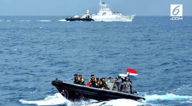 Armada Indonesia juga bertugas memastikan tidak ada tumpahan minyak yang masuk ke perairan Indonesia.