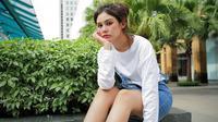 Melalui akun Instagram pribadinya, Vanesha Prescilla kerap mengunggah gaya penampilannya. Menggunakan busana putih yang dipadukan dengan celana jeans pun kerap menjadi gaya busana andalannya. (Liputan6.com/IG/@vaneshaass)