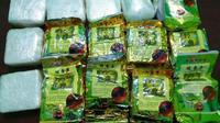 Narkoba jenis sabu dari Malaysia yang dibungkus teh China. (Liputan6.com/M Syukur)