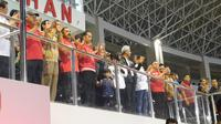 Malam Minggu, Jokowi Ajak Jan Ethes Nonton Pertandingan Persib vs Persis (Liputan6/Lizsa Egeham)