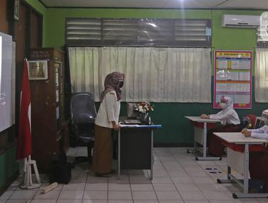 Intip Uji Coba Pembelajaran Tatap Muka di Sekolah Bekasi