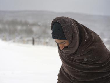 Migran Kedinginan di Kamp Bosnia