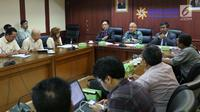 Suasana saat Yusril Ihza Mahendra memberi penjelasan di kantor Bulog, Jakarta, Senin (25/9). Yusril menjelaskan permasalahan terkait hukum gugatan tanah perum bulog yang berada di Kelapa Gading. (Liputan6.com/Angga Yuniar)