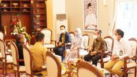 Gubernur Riau Syamsuar saat menerima kunjungan Jaffee Arizon Suardin, Direktur Utama PT Pertamina Hulu Rokan (PHR)—Region Sumatera, di Rumah Dinas Gubernur Riau. Dok