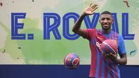 Bek kanan asal Brasil, Emerson Royal resmi dijual Barcelona ke Tottenham pada hari penutupan jendela transfer musim panas 2021 ini senilai 25 juta euro. Uniknya, Emerson yang baru saja dibeli Barca Juni 2021 harus dilego karena masalah finansial klub. (Foto: AFP/Josep Lago)