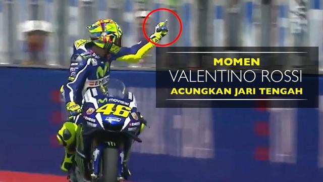 Video momen pebalap Yamaha Movistar, Valentino Rossi, mengacungkan jari tengah jelang MotoGP San Marino pada Jumat (9/9/2016).