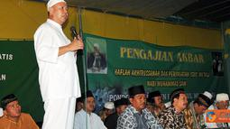 Citizen6, Lampung: Bupati Tulang Bawang Barat, Bachtiar Basri memberikan sambutan pada acara Pengajian Akbar Haflah Akhirussanah di Pondok Pesantren Hidayatul Mubtadi'in Dayamurni. Sabtu (18/06). (Pengirim: Jerry Hasan)