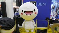 Karakter boneka Moon menghiasi booth BBM di Popcon Asia 2017, di JCC Jakarta, Sabtu (05/8). BBM hadir pada acara tersebut untuk memperkenalkan Webcomics for BBM dan BBM Sticker Factory. (Liputan6.com/Fery Pradolo)