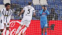 Penyerang Napoli, Lorenzo Insigne, tampak kecewa usai gagal mencetak gol ke gawang Juventus pada laga final Piala Super Italia di Stadion Mapei, Rabu (20/1/2021). Juventus menang dengan skor 2-0. (AP/Antonio Calanni)