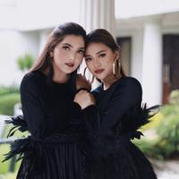 Ashanty dan Aurek Hermansyah dalam balutan makeup romantic. (Instagram/aurelie.hermansyah).