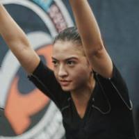 Seksi seperti Gal Gadot, ini potret workout Raline Shah.