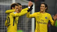 Neymar, Kylian Mbappe, dan Edinson Cavani berhasil mencetak gol sekaligus mengantarkan Paris Saint-Germain menang 4-1 atas Rennes pada pekan ke-18 Ligue 1 Prancis, di Roazhon Park, Sabtu (16/12/2017) waktu setempat. (AFP/Loic Venance)