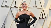 Penyanyi dan aktris Lady Gaga menghadiri Oscar 2019 di Dolby Theatre, Los Angeles, Minggu (24/2). Kalung bernilai sekitar Rp420 miliar itu baru tiga kali digunakan dalam acara perhelatan besar dalam kurun waktu 142 tahun ini. (Jordan Strauss/Invision/AP)