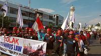Aksi tolak omnibus oleh buruh di Aceh sebelum virus Corona Covid-19 merebak (Ist)