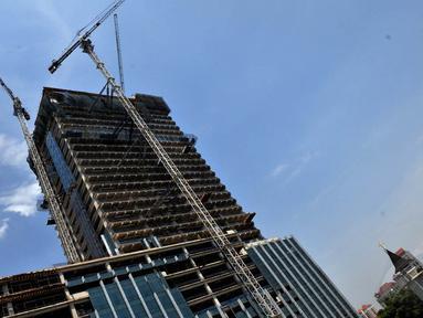 Suasana pembangunan gedung di daerah Blok M, Jakarta Selatan, Jumat (10/10/14). (Liputan6.com/Johan Tallo)