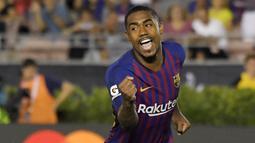 2. Malcom (Barcelona) - Transfer pemain asal Brasil ini ke Barcelona cukup menghebohkan. Karena sebelumnya AS Roma sudah lebih dulu mengumumkan bahwa telah mencapai kesepakatan dengan Malcom. (AP/Mark J. Terrill)
