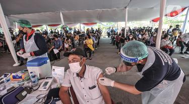 Vaksinasi Massal di Pelabuhan Sunda Kelapa Membeludak