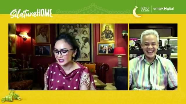 Gubernur Jawa Tengah Ganjar Pranowo bernyanyi lagu almarhum Didi Kempot, duet bersama Yuni Shara. Yuk, lihat gayanya!