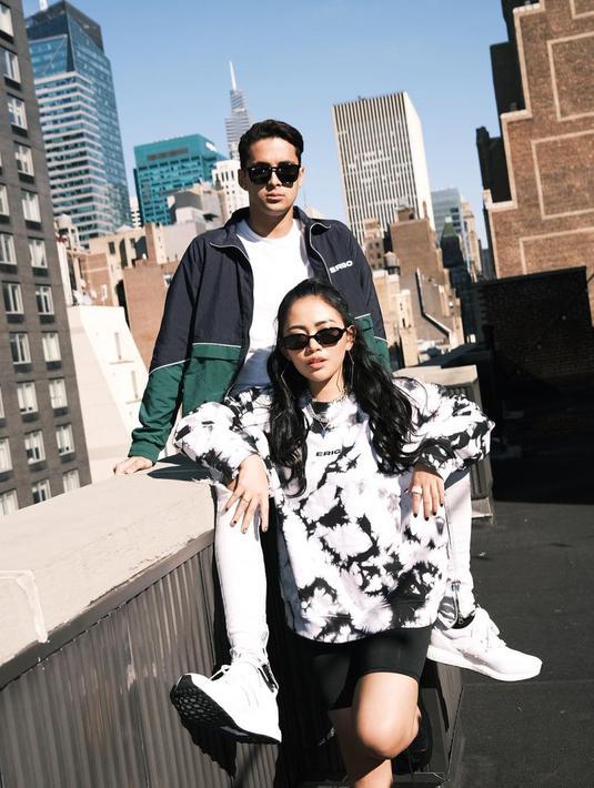 Rachel Vennya dan beberapa influencer Indonesia lainnya tengah berada di New York untuk hadir di show eksklusif Erigo, New York Fashion Week.