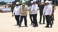 Presiden Jokowi saat menghadiri eletakan batu pertama (groundbreaking) pembangunan pabrik smelter PT Freeport Indonesia (PTFI) di kawasan industri Java Integrated Industrial and Port Estate (JIIPE) Gresik.