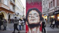 Karya-karya seni eksibisi Art Liberte, eksibisi keliling pertama dalam rangka peringatan 30 tahun runtuhnya tembok Berlin dipamerkan di ruang terbuka Kota Plovdiv, menjelang acara penobatan Plovdiv sebagai Ibu Kota Budaya Eropa (AP)