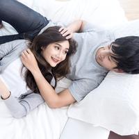 Tips agar pasangan menjadi pendengar yang baik./Copyright shutterstock.com