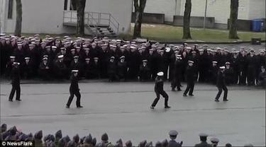 Aksi Heboh Flash Mob 'Bruno Mars' Tentara Usai Upacara
