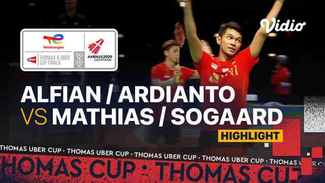 Berita video highlights pertandingan keempat Indonesia vs Denmark di semifinal Piala Thomas 2020, di mana Fajar Alfian / Muhammad Rian Ardianto memastikan Tim Merah Putih ke partai final menghadapi China, Sabtu (16/10/2021) malam hari WIB.