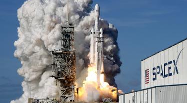 Roket Terkuat di Dunia Milik SpaceX Melesat Menuju Orbit Planet Mars