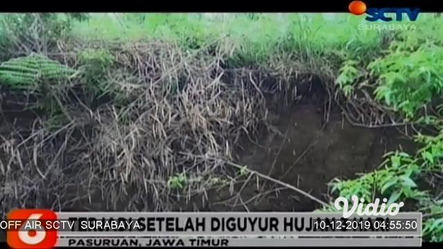 Hujan mengguyur di wilayah Pasuruan Selatan, membuat tanah di area pertanian warga mengalami keretakan sepanjang 300 meter. Tak hanya itu, sebuah rumah dan kandang milik warga juga retak.
