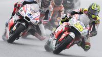 Pembalap LCR Honda, Cal Crutchlow saat finis pertama MotoGP Republik Ceska 2016. (JOE KLAMAR / AFP)