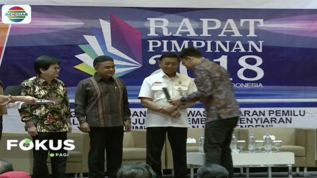 Menko Polhukam Wiranto nyatakan pemerintah dukung DPR tuntaskan revisi undang-undang penyiaran.