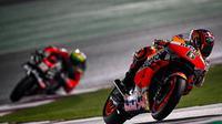 Pembalap penguji Repsol Honda, Stefan Bradl menjadi tercepat pada sesi tes shakedown di Sirkuit Losail, Qatar, Jumat (05/03/2021). (Twitter/MotoGP)