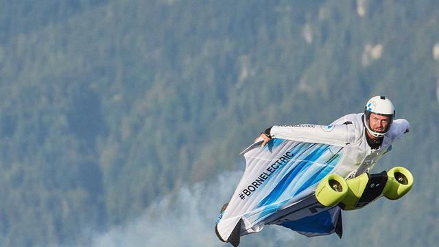 Jubah Terbang BMW Ini Bikin Penggunanya Serasa Menjadi Iron Man - Otomotif  Liputan6.com