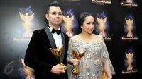 Raffi Ahmad dan istri saat menghadiri Panasonic Gobel Awards 2015 di Hotel Fairmont, Senayan Jakarta, Kamis (28/5/2015). (Liputan6.com/Panji Diksana)