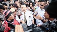 Edi Darmawan Salihin, ayah kandung dari Wayan Mirna Salihin seusai menghadiri sidang perdana kasus kopi sianida dengan terdakwa Jessica Kumala Wongso, di Pengadilan Negeri (PN) Jakarta Pusat, Rabu (15/6/2016). (Liputan6.com/Faizal Fanani)