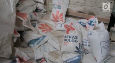Polisi menemukan beras oplosan sebanyak 13 ton di gudang ini.
