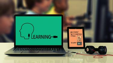Ilustrasi e-learning, belajar online, belajar daring