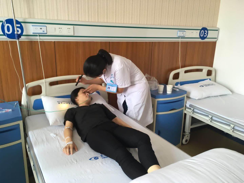 Perempuan muda di Tiongkok, Wu Xiaojing, buta karena kecanduan gim Honour of Kings (Sumber: World of Buzz)