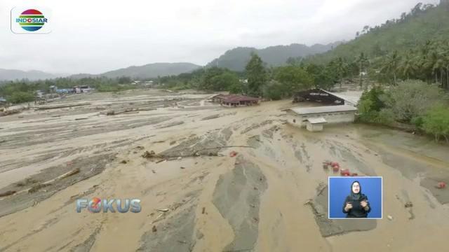 Lebih dari 11 ribu pengungsi banjir bandang dan longsor di Papua kini mengalami masalah kesehatan. Para korban juga tengah kebingungan karena krisis air bersih.