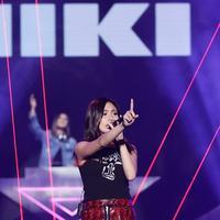 Tampil keren, NIKI disambut hangat di Smartfren WOW Concert 2019. (Bambang E Ros/Fimela.com)