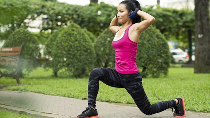 4 Latihan Cepat Kecilkan 3 Bagian Tubuh Pinggul Bokong Paha Beauty Fimela Com