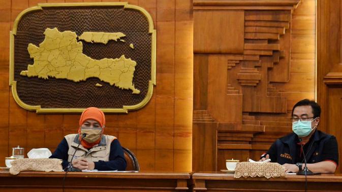 Konferensi pers perkembangan kasus virus corona baru yang memicu COVID-19 di Gedung Grahadi, Sabtu (2/4/2020) (Foto: Liputan6.com/Dian Kurniawan)