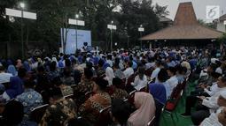 Partai Demokrat menggelar malam kontemplasi di kediaman Ketua Umum Susilo Bambang Yudhoyono, Puri Cikeas, Bogor, SSenin (9/9). Acara ini dalam rangka memperingati HUT ke-18 Partai Demokrat, hari lahir Susilo Bambang Yudhoyono (SBY), dan 100 hari kepergian Ani Yudhoyono. (Liputan6.com/Faizal Fanani)