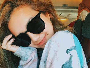 Perempuan yang berasal dari Aceh ini memang memiliki paras yang memesona. Wajar saja jika ia memiliki banyak fans. Fans selalu memuji gaya penampilan Beby Tsabina cantik termasuk saat memakai kacamata. (Liputan6.com/IG/@bebytsabina)